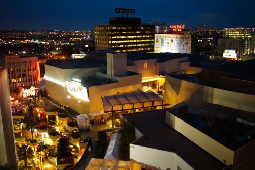 Hollywood_at_night