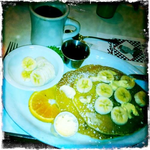 0_pancakes_loris_diner